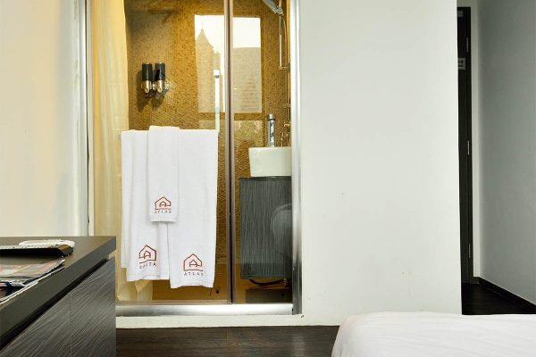 atlas-deluxe-bathroom-square