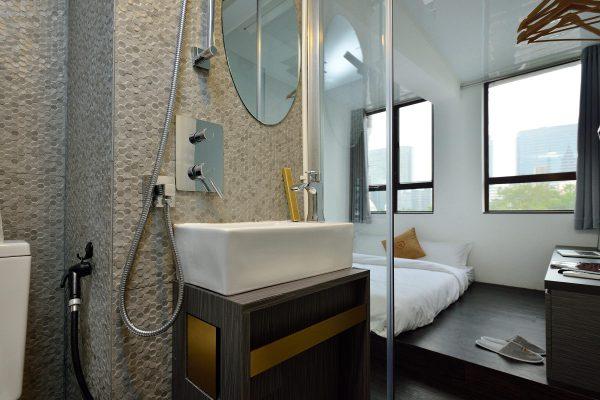 deluxe-bathroom-view